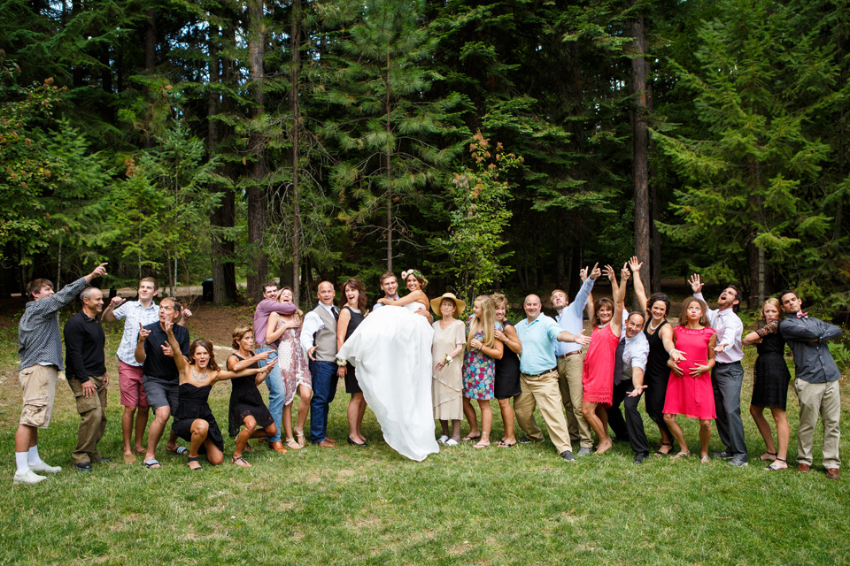 Family group picture ideas at weddings