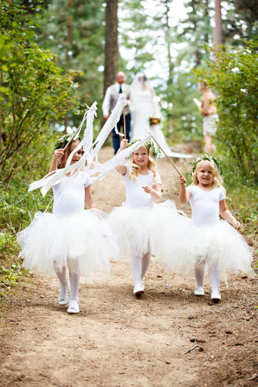 Cute flower girl outfits and flower crowns