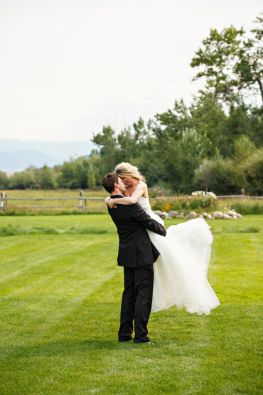 "Say ""I DO"" in Red Loge Montana"