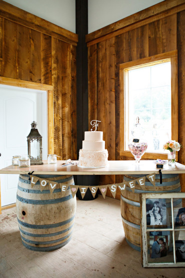 Real barn wedding decoration ideas